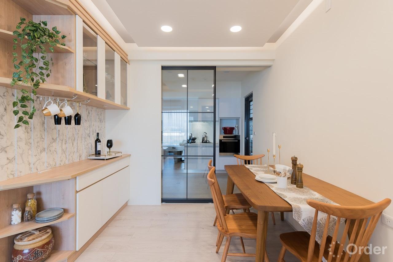北歐風格餐廳實木傢具餐桌椅搭配系統收納櫃
