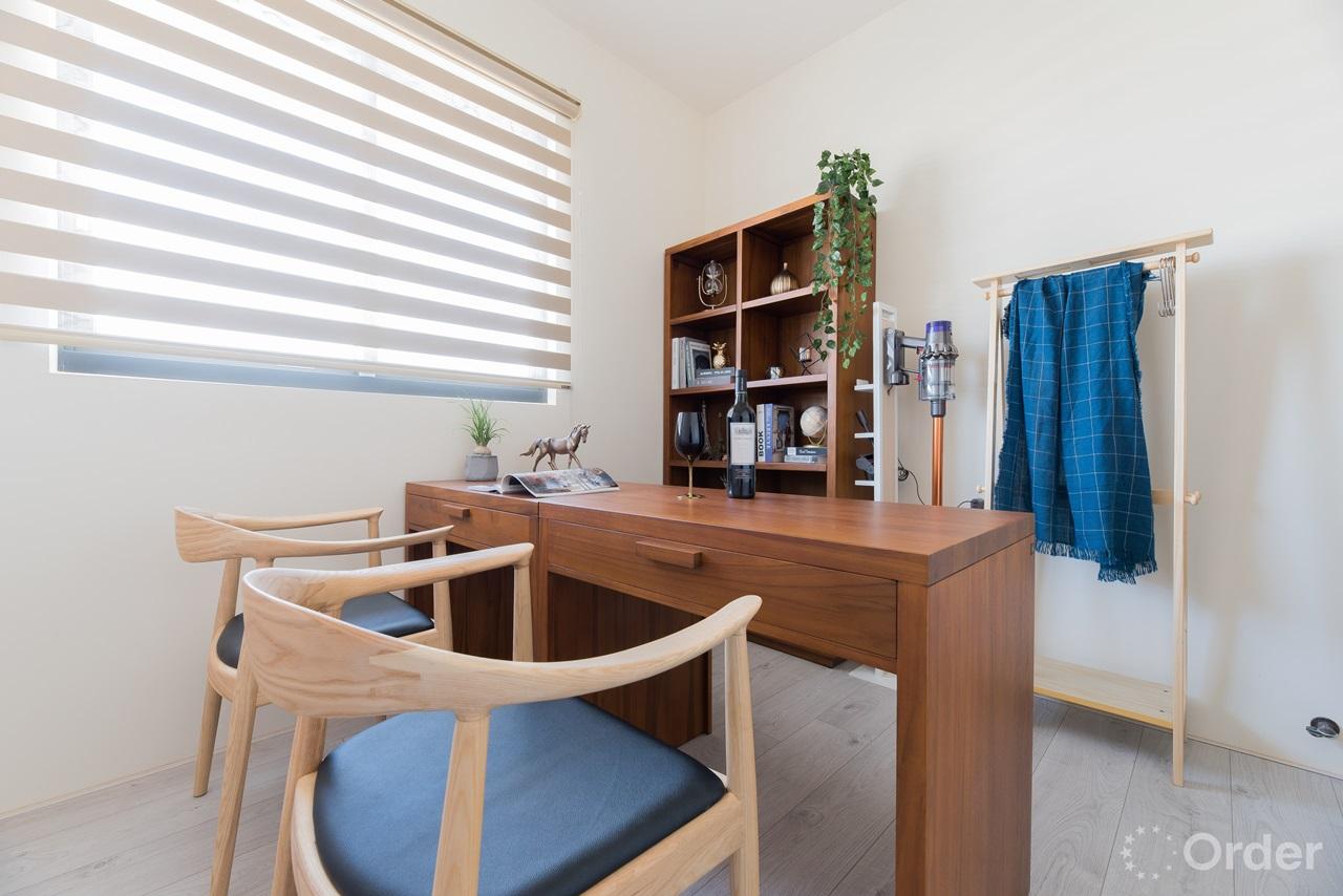 北歐風格書房實木書桌搭配實木椅書香滿滿