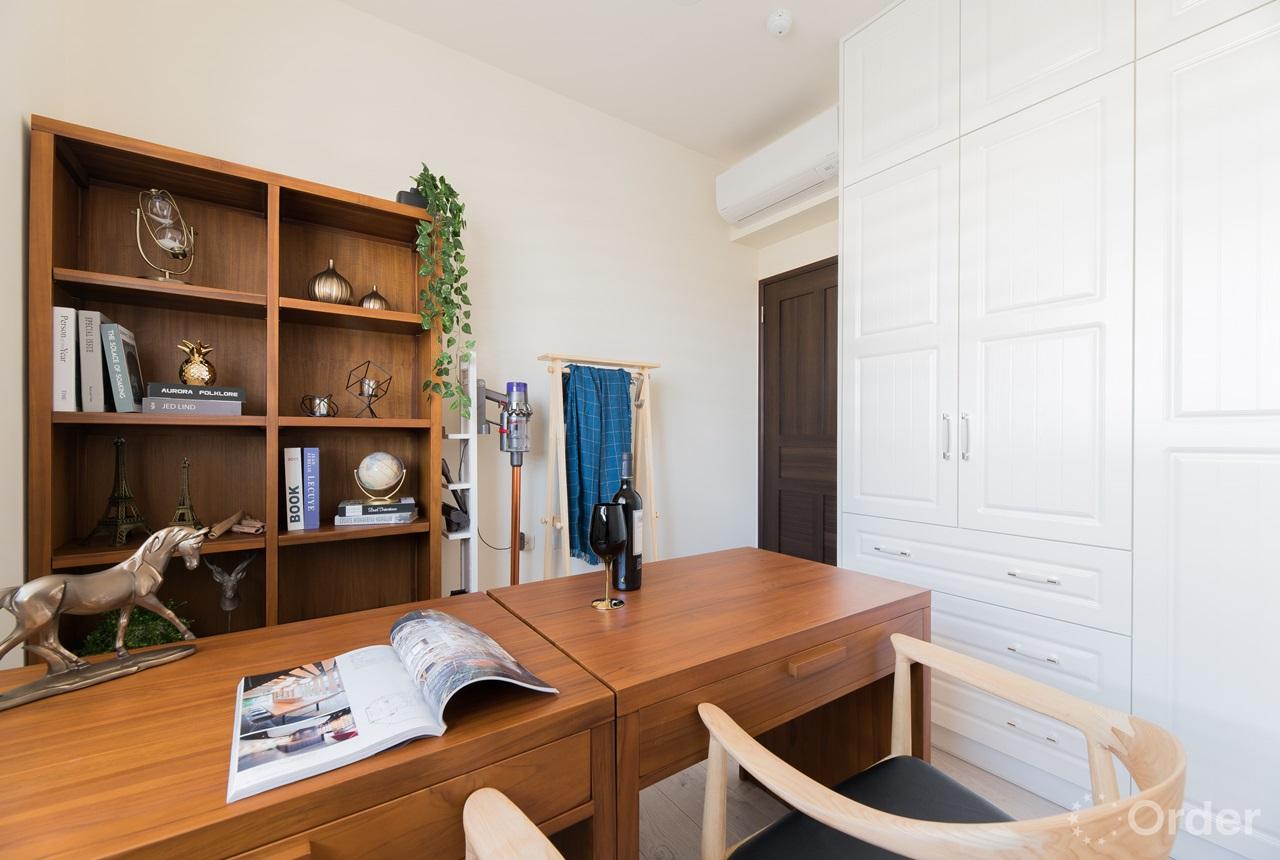 北歐風格書房系統櫃超高收納量搭配實木收納櫃