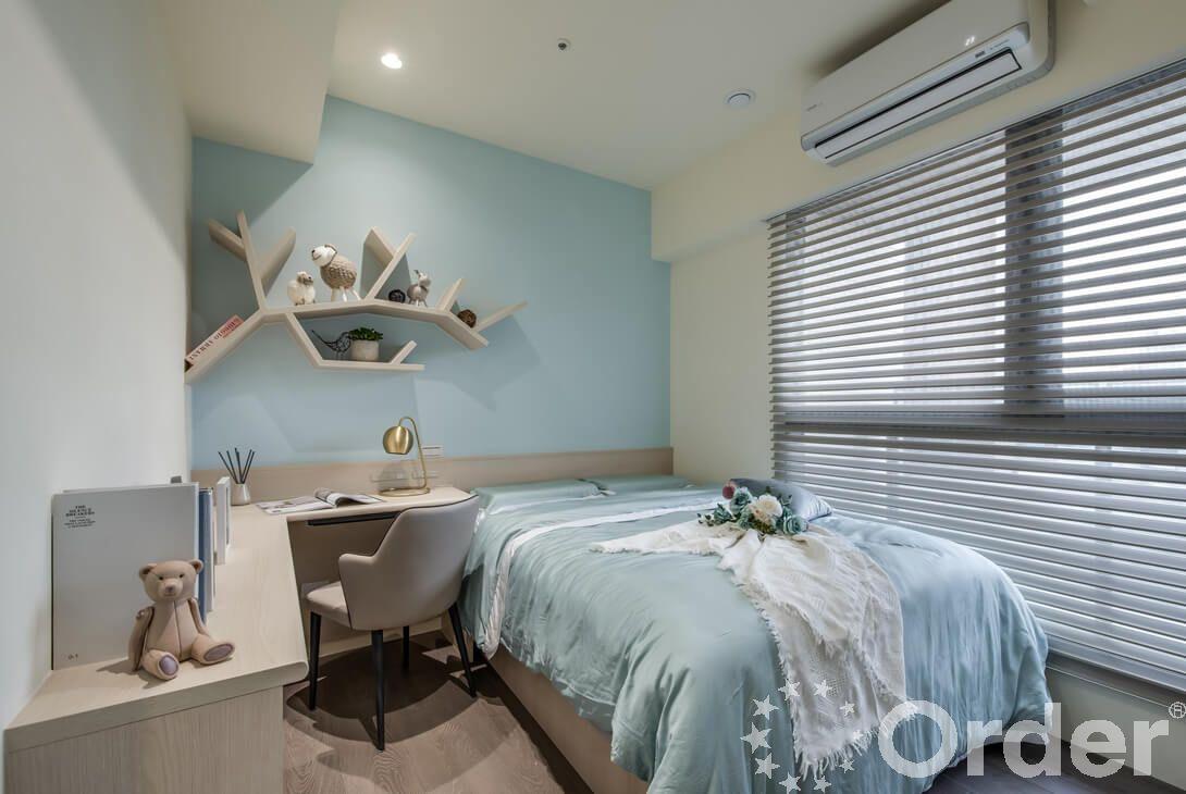 使用壁紙改變小房間設計風格
